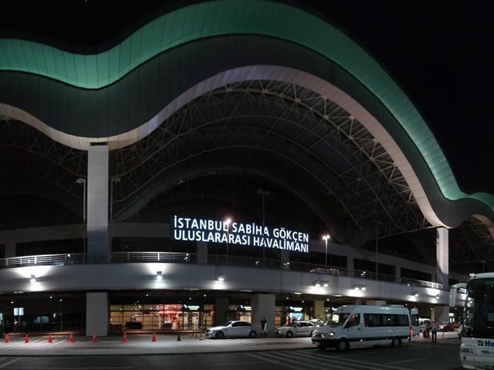 كم يبعد مطار صبيحة عن منطقة السلطان احمد